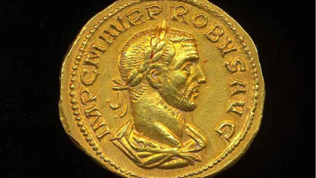 Moneda de oro que representa al emperador Probo.