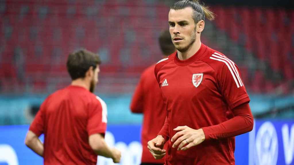 Bale en un entrenamiento con Gales