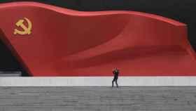 Escultura de la bandera del Partido Comunista Chino en Pekín.