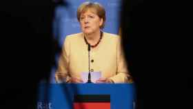 La canciller alemana, Angela Merkel, ha visto frustrado su intento de normalizar el diálogo con Putin