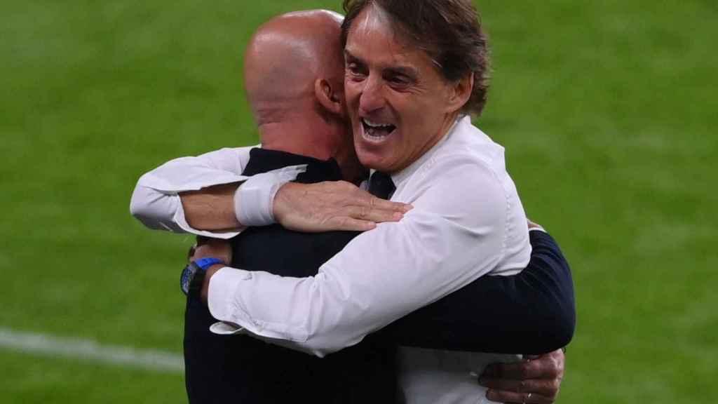 Abrazo entre Roberto Mancini y Gianluca Vialli tras el gol de Italia en la Eurocopa 2020