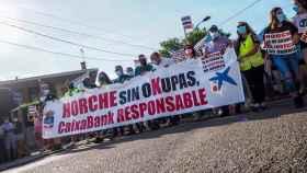 Los vecinos de Horche (Guadalajara) manifestándose contra los okupas. Foto de Nacho Ruiz.