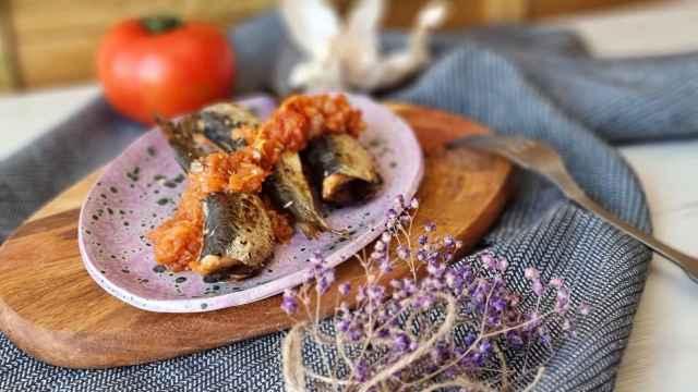 Sardinas al horno con tomate, una receta fácil y ligera
