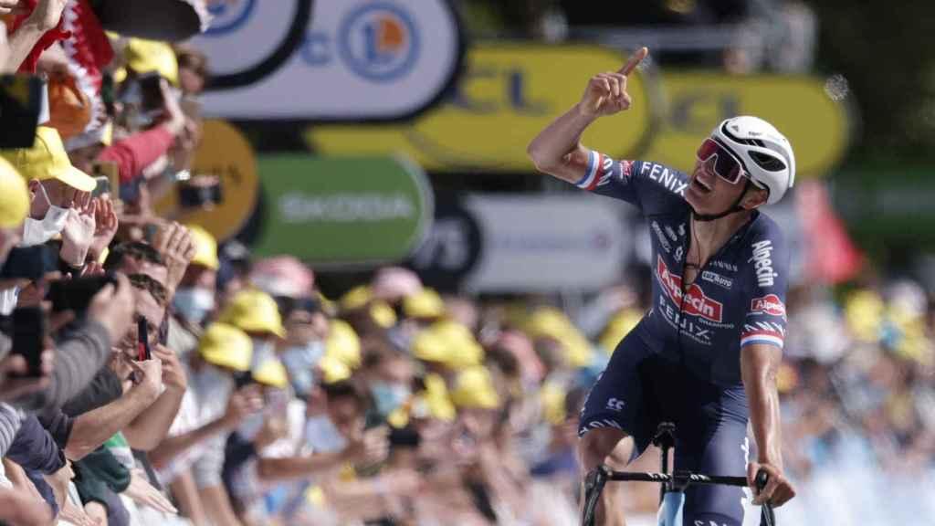 Van der Poel celebra su victoria en la 2ª etapa del Tour de Francia 2021