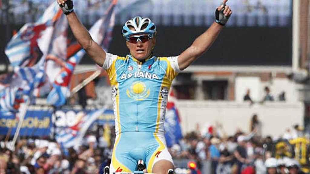 Vinokúrov celebra una victoria