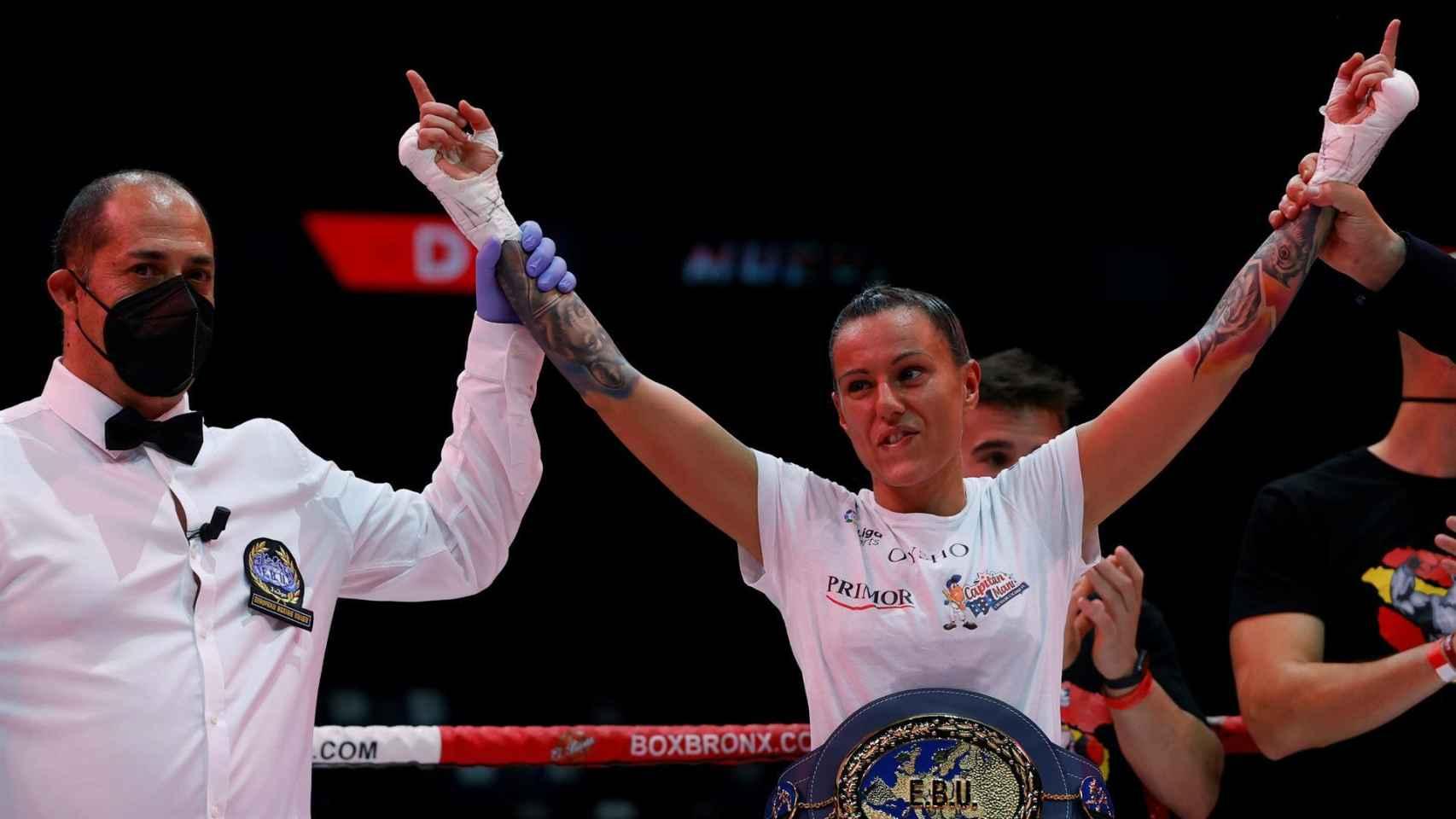 Joana Pastrana celebra su título europeo