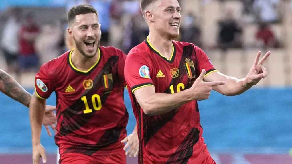Eden Hazard y Thorgan Hazard celebran el gol del segundo ante Portugal