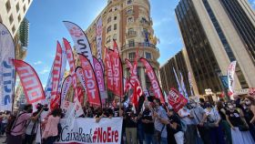 Empleados de CaixaBank se manifiestan ante las sedes del banco durante la huelga del 22 de junio.
