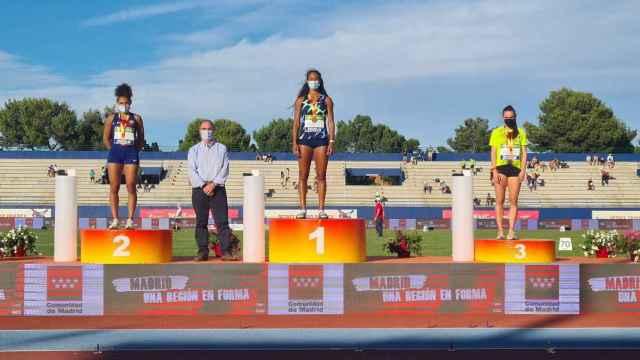 Podio con Jaël Betue, María Vicente y Paula Sevilla. Foto: RFEA