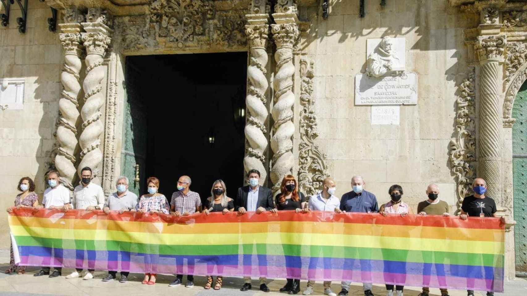 El Ayuntamiento de Alicante celebra el Día Internacional del Orgullo Gay.