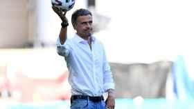 Luis Enrique con el balón durante el partido frente a Croacia