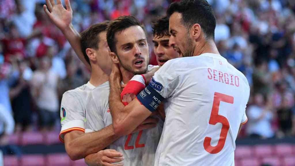 España celebra el gol de Sarabia ante Croacia
