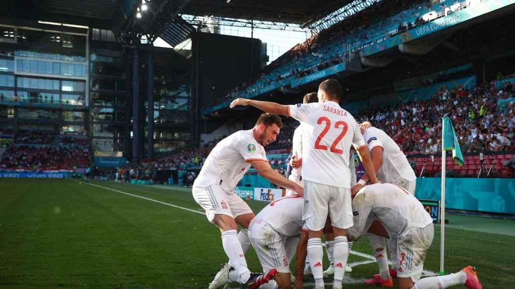 Los jugadores de la Selección celebran el gol de César Azpilicueta a Croacia
