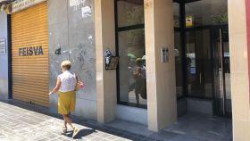 Portal del domicilio donde Ramón acabó con la vida de su hijo. EE