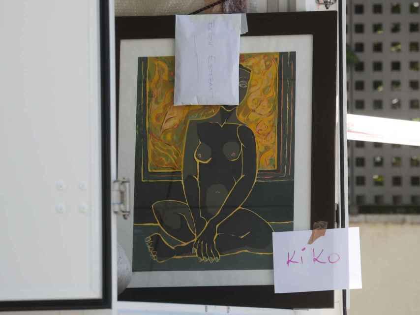 El cuadro y el sobre que les ha dejado a sus amigos Kiko Hernández y Belén Esteban.
