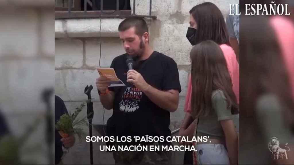 Instante del acto de la Flama del Canigó, que se convirtió en una proclama independentista catalana. EE