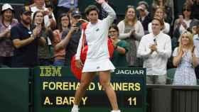 Carla Suárez se despide de Wimbledon con todo el público en pie