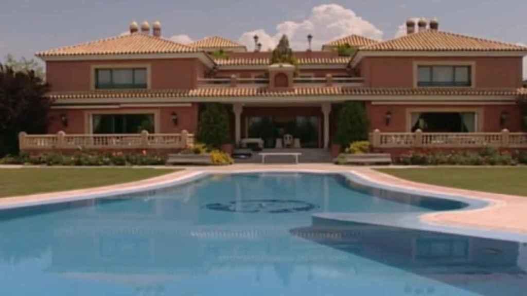 La lujosa mansión de José Luis Moreno en Boadilla del Monte (Madrid) que ha registrado la Policía.