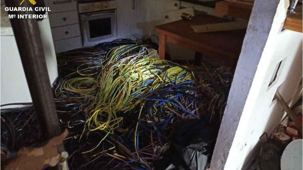 El cable de cobre encontrado en su domicilio, hasta 30 kilos.