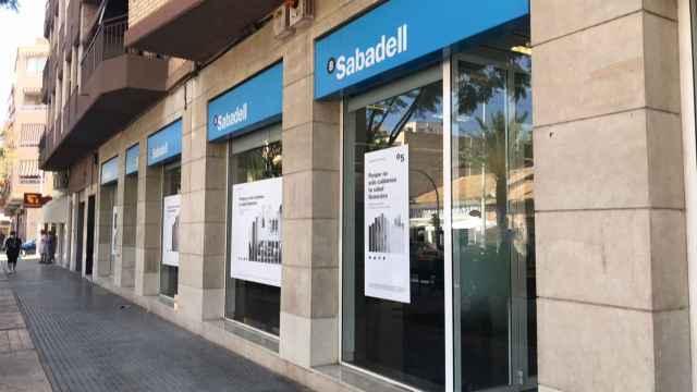 La oficina del Sabadell de El Altet que va a cerrar sus puertas.