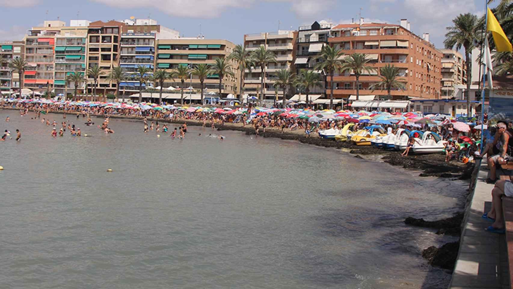 Playa del Cura de Torrevieja en verano.