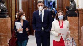 Pedro Sánchez, Carmen Calvo y Adriana Lastra en el Congreso de los Diputado.