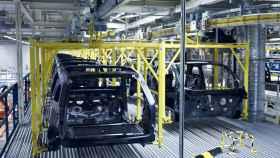 Imagen de una planta automovilística.