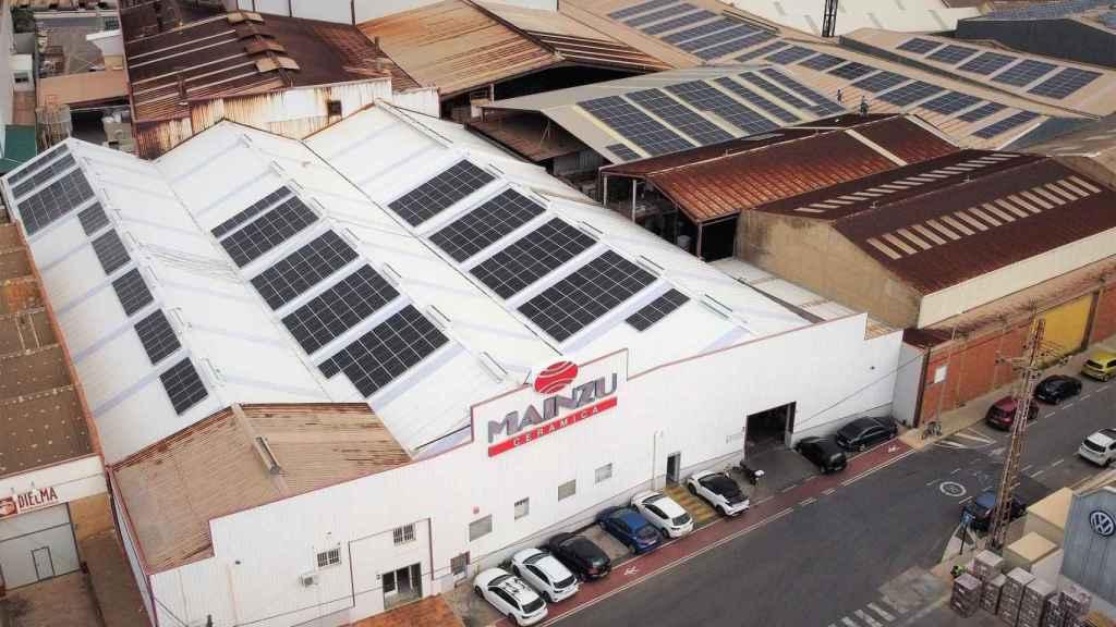 Endesa impulsa el autoconsumo fotovoltaico en la planta de Mainzu Cerámica en Castellón