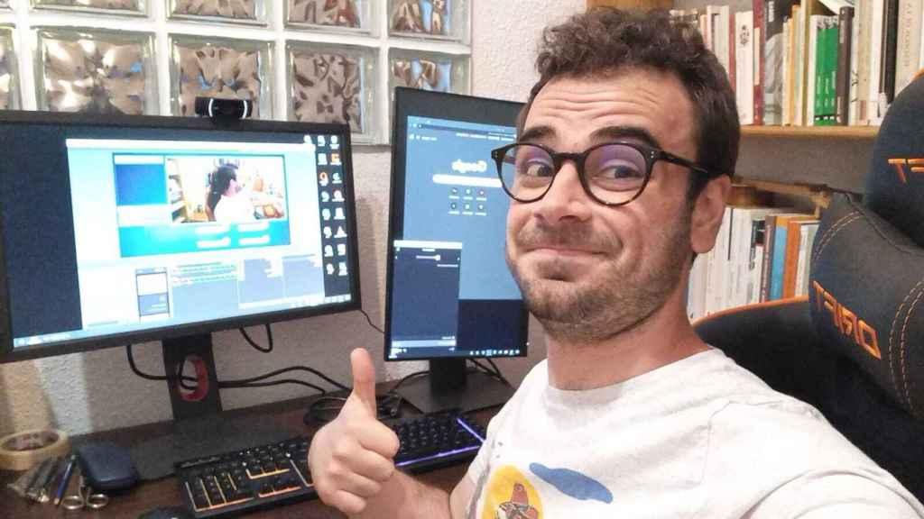 Pablo antes de una retransmisión en Twitch.