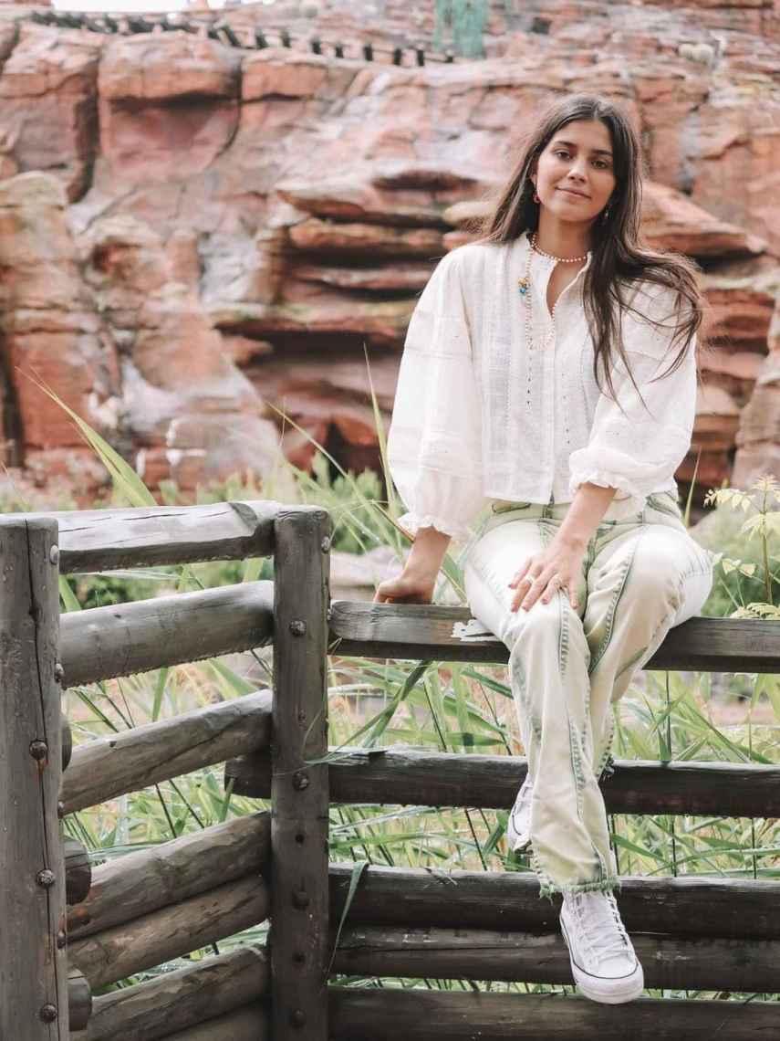 María García de Jaime luciendo dos de las nuevas prendas de Name The Brand.