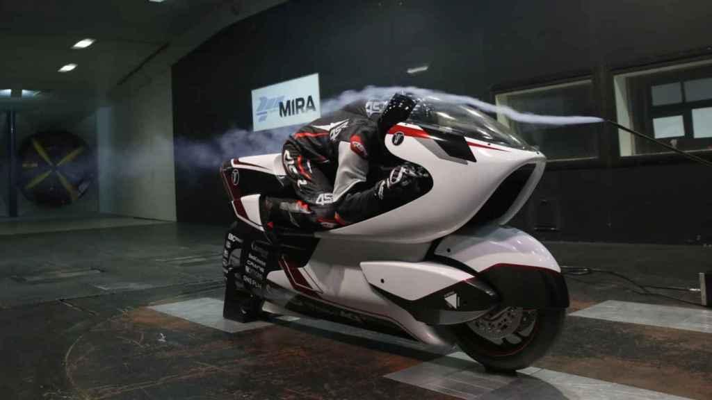 La moto en una de las pruebas.