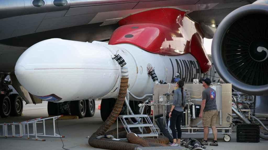 Launcher One acoplado en el Boeing 747