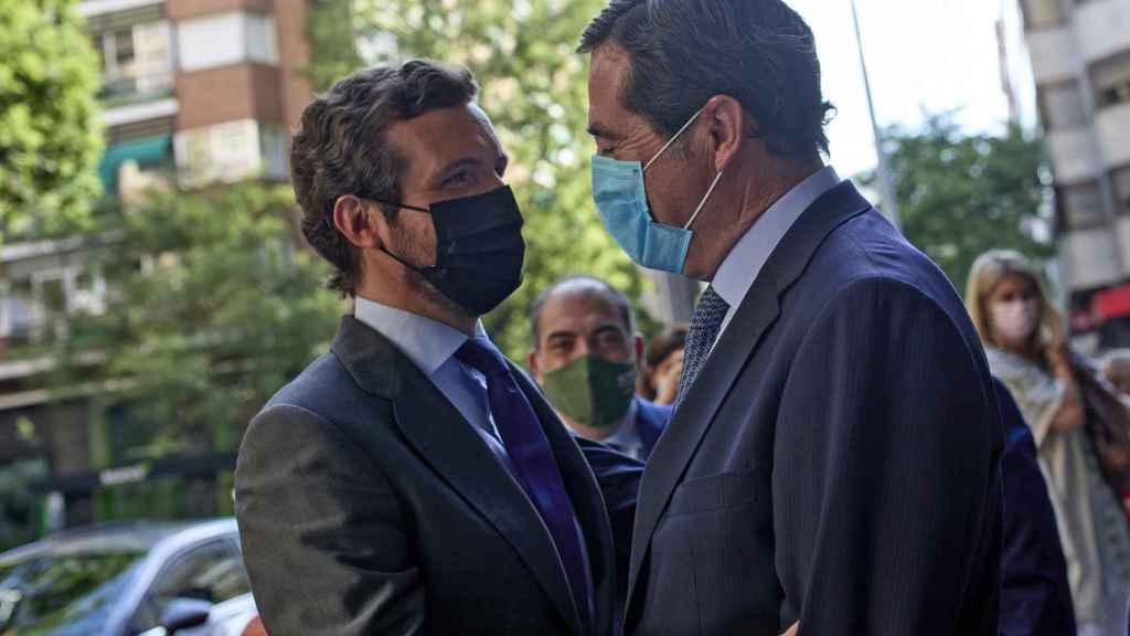 Antonio Garamendi y Pablo Casado este jueves en Madrid. EP