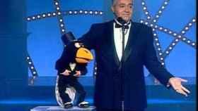 José Luis Moreno con su famoso muñeco Rockefeller.