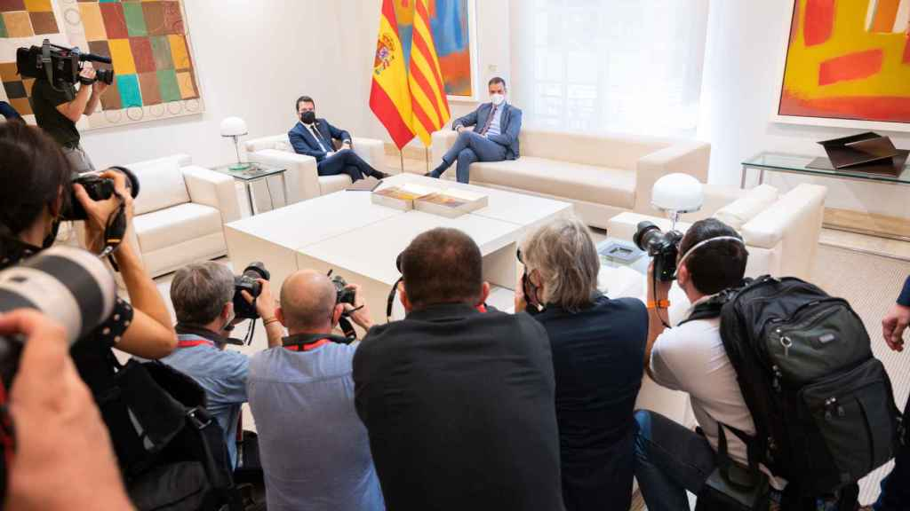 Pere Aragonès y Pedro Sánchez, durante su primera reunión en Moncloa.