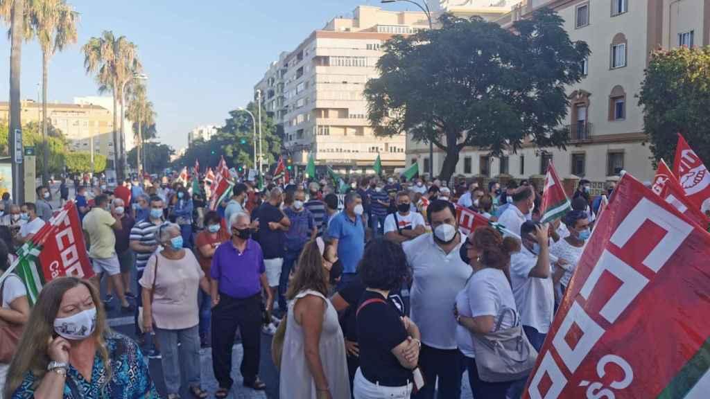 Protesta en Cádiz contra el cierre de la planta de Airbus en Puerto Real.
