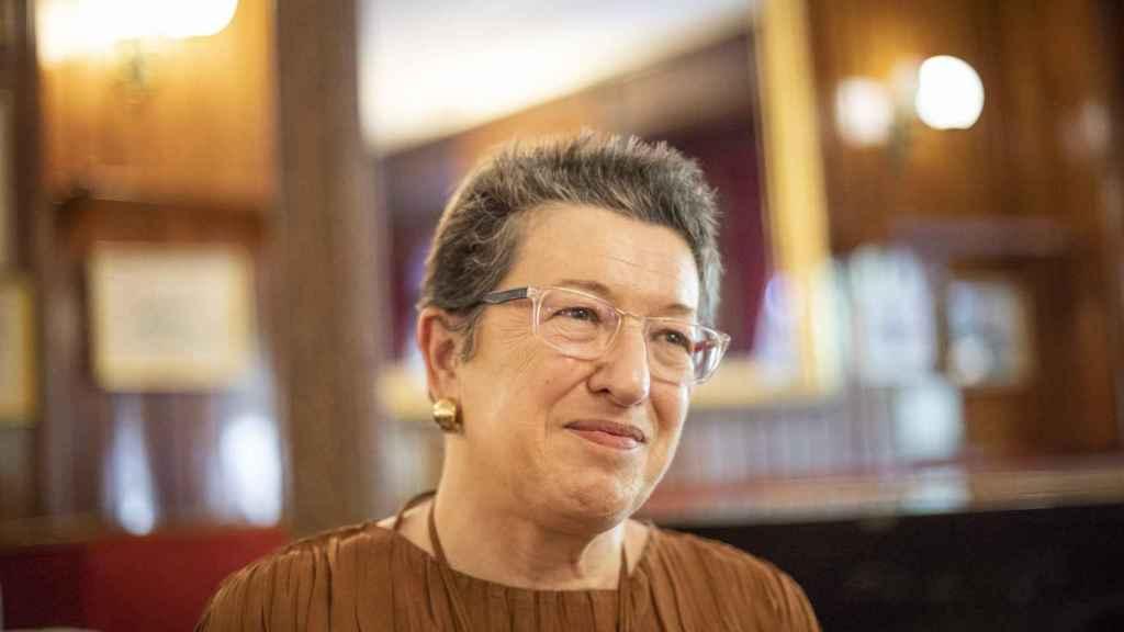 Laura Freixas durante la entrevista en el Café Gijón de Madrid.
