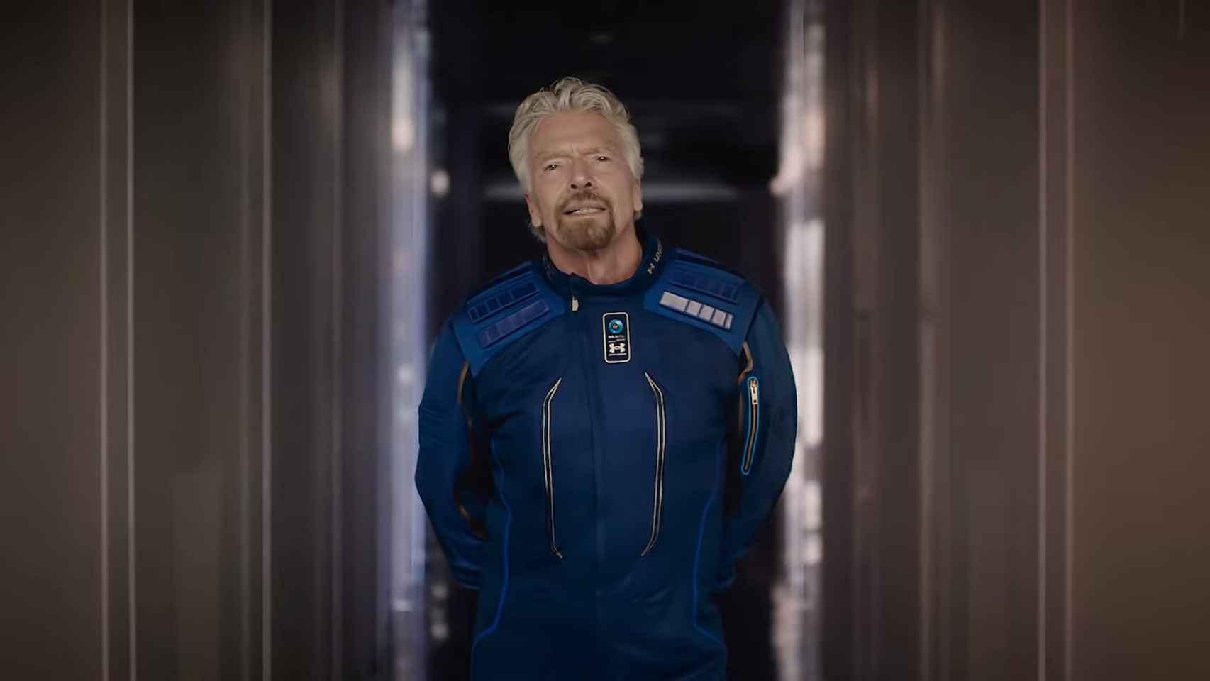 Richard Branson vestido de astronauta