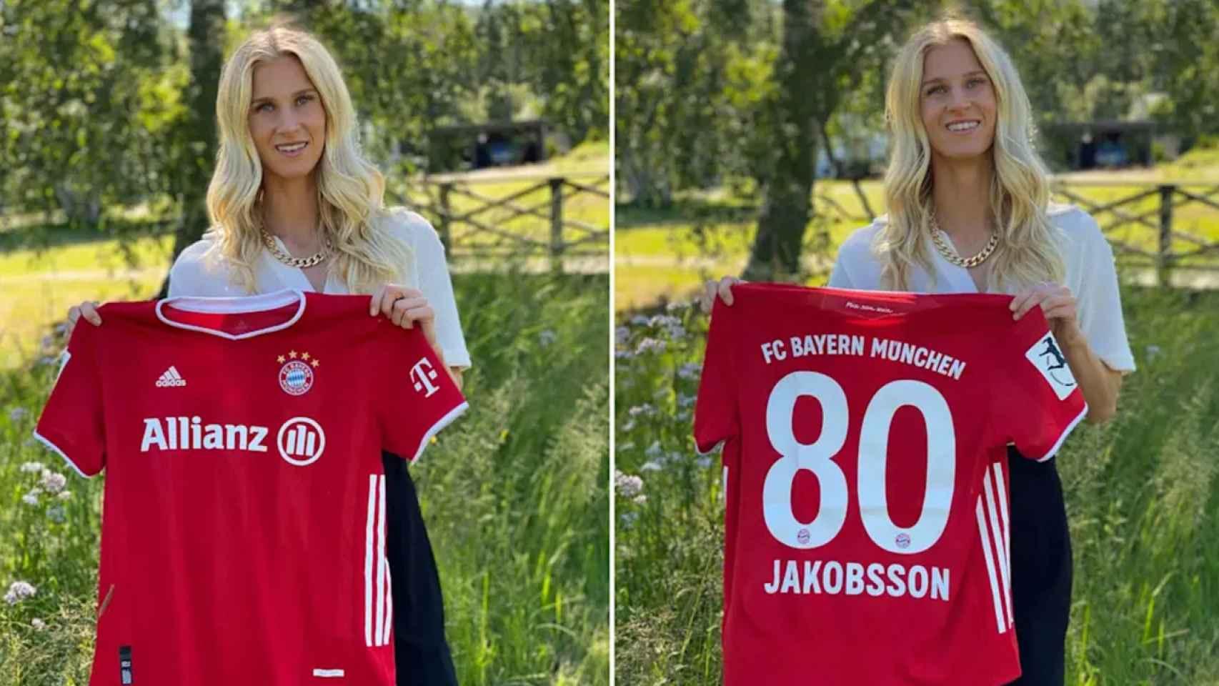 Sofia Jakobsson posando con la camiseta del Bayern Múnich