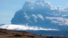 Erupción del volcán Eyjafjallajökull.