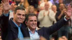 El secretario general del PSOE, Pedo Sánchez, con el alcalde de Murcia, José Antonio Serrano.