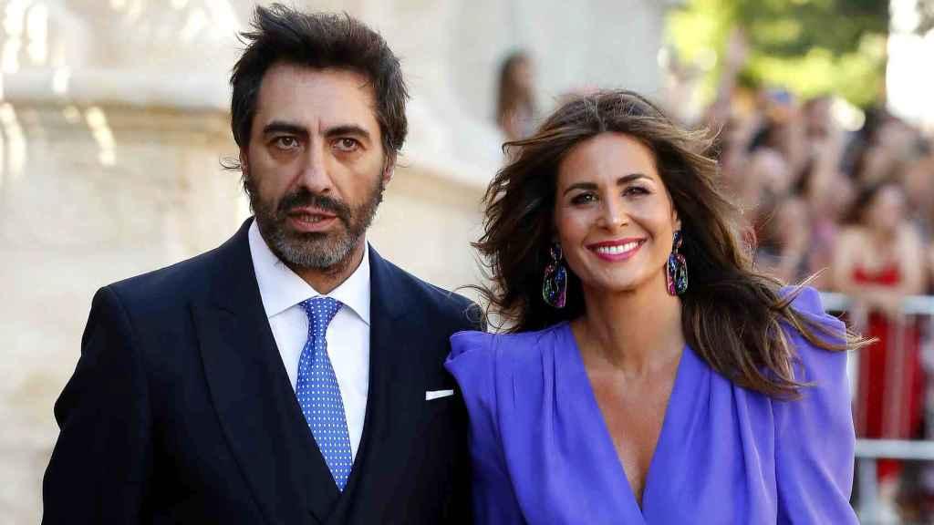 Juan del Val y Nuria Roca, en la boda de Sergio Ramos y Pilar Rubio.