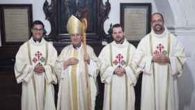 Los tres nuevos diáconos con el obispo de Ciudad Real