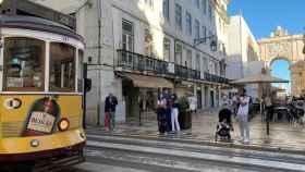 Peatones en las calles de Lisboa.