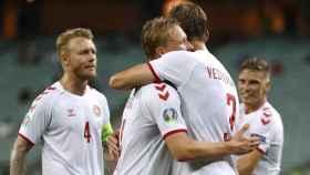 Los jugadores de Dinamarca celebran un gol