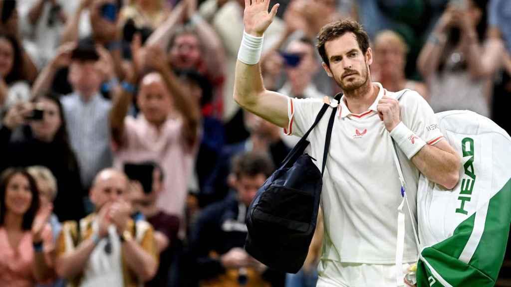 Andy Murray despidiéndose de Wimbledon