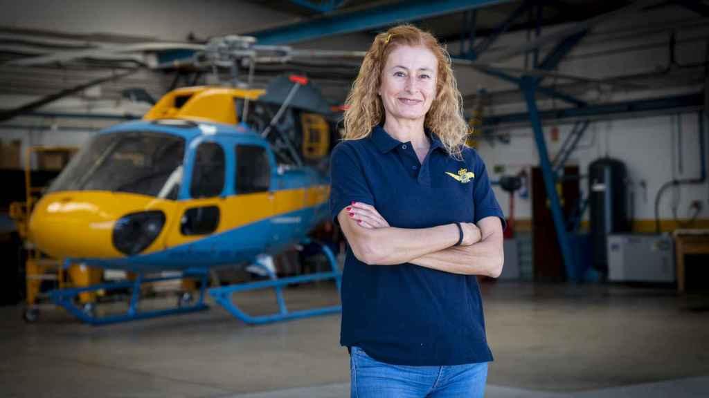 Irene Rivera en el hangar de helicópteros de Cuatro Vientos.