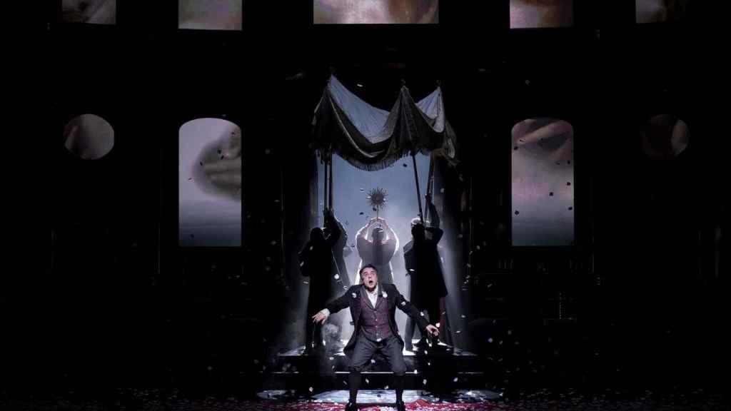 Carlos Álvarez (Barón Scarpia) en el ensayo de 'Tosca' en el Teatro Real.