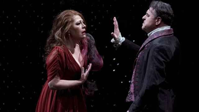 Sondra Radvanovsky (Floria Tosca) y Carlos Álvarez (Barón Scarpia), en el ensayo de 'Tosca' en el Teatro Real.