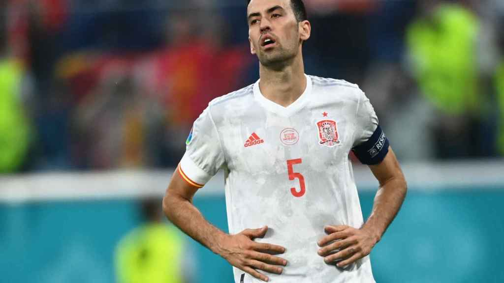 Busquets durante un partido de España